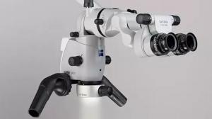 Microscopio binocular endodóntico dental profesional que usamos en nuestras clínicas dentales en Valencia